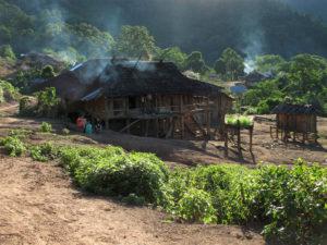 Maison ossature bois traditionnelle du nord Laos